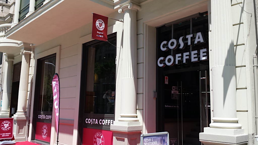 Costa Cofee a place to have your favourite delight when strolling in Avinguda Diagonal in Barcelona