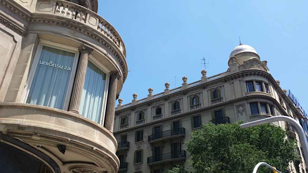 buildings in the corner of Diagonal and carrer Balmes